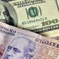 El salario argentino medido en dólares se desplomó 70% en cuatro años