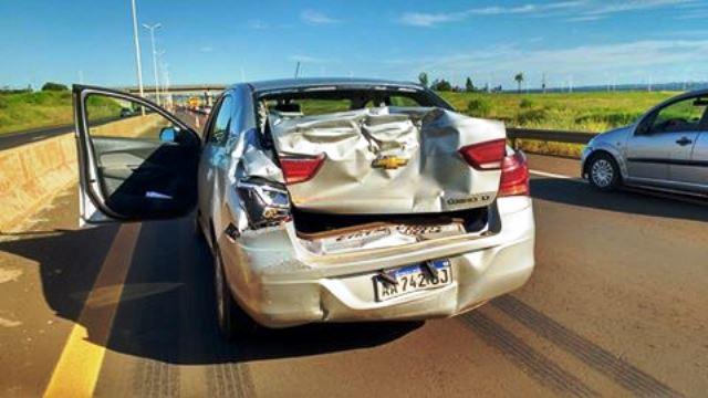 Colectivo chocó contra un auto conducido por el diputado Bárbaro en un controlpolicial