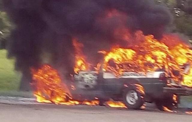 Se incendió camioneta de Gendarmeria en la Ruta14