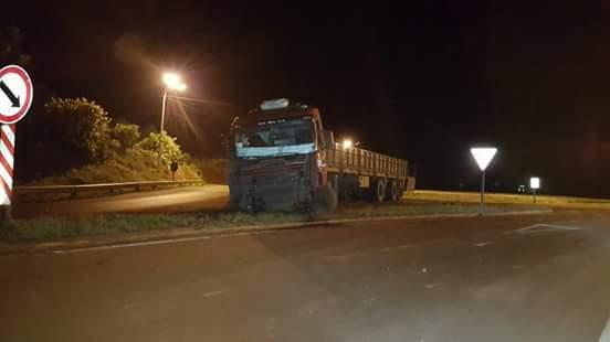 Camión siguió de largo en la rotondaKaraben