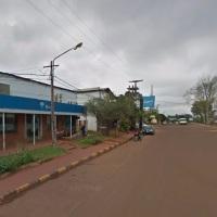 Cuatro encapuchados armados asaltaron un local y maniataron a los empleados
