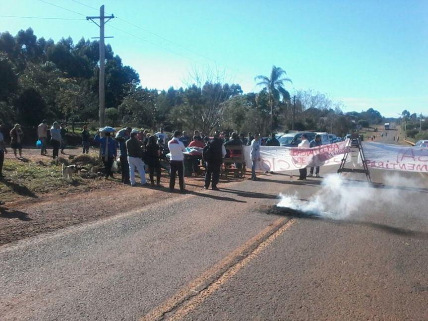 Tercer día sobre la ruta: Vecinos reclaman por los cortes reiterados deEMSA