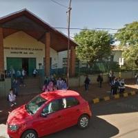 Buscan intensamente a un adolescente por golpear a otro a la salida de la escuela