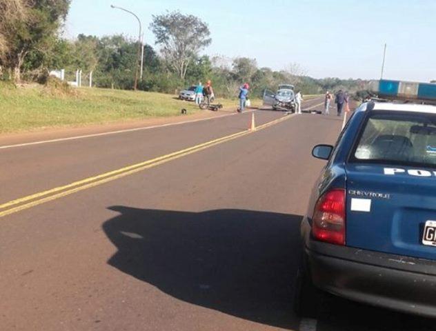 Dos motociclistas heridos tras chocar con un auto en la ruta103