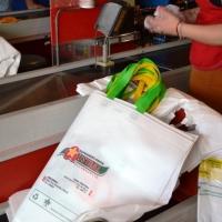 Buscan prohibir que los supermercados  usen bolsas no biodegradable