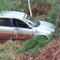 Despistó en la ruta provincial 5 y terminó incrustado entre los árboles