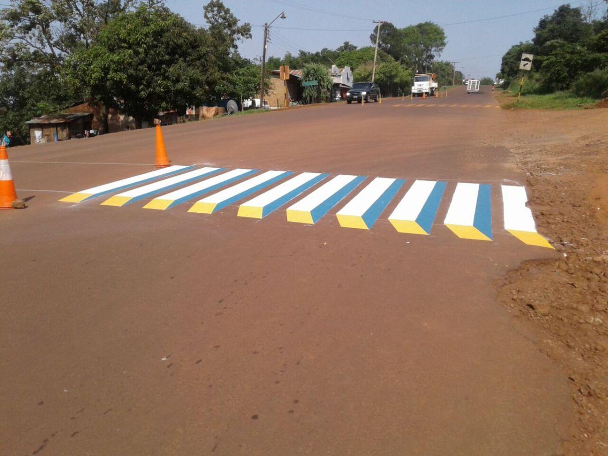 """Implementan sendas peatonales 3D para """"generar impacto"""" en los conductores"""