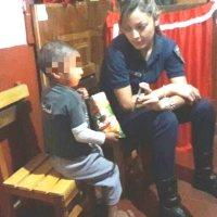 Encuentran en un colectivo a un niño olvidado por el padre