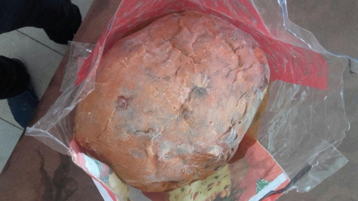 Denuncian que 5 mil pan dulces se pudrieron en un depósito de Desarrollo Social de la provincia