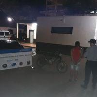 Motociclista detenido por hacer maniobras peligrosas en la José Ingenieros y con marihuana en su poder
