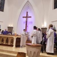$130 millones anuales: presentan proyecto de ley para que el Estado no pague los sueldos de la Iglesia