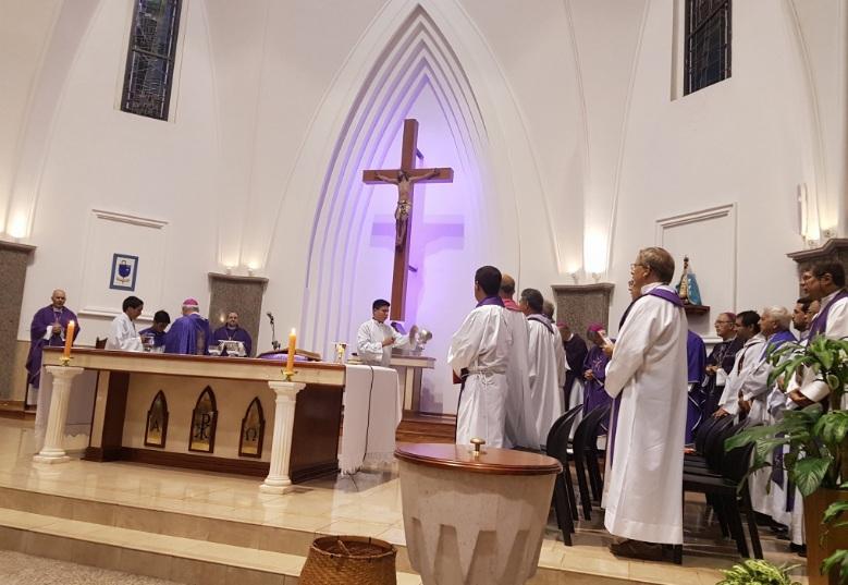 """""""La iglesia no es un supermercado, por eso no puede ser igual el protocolo"""""""