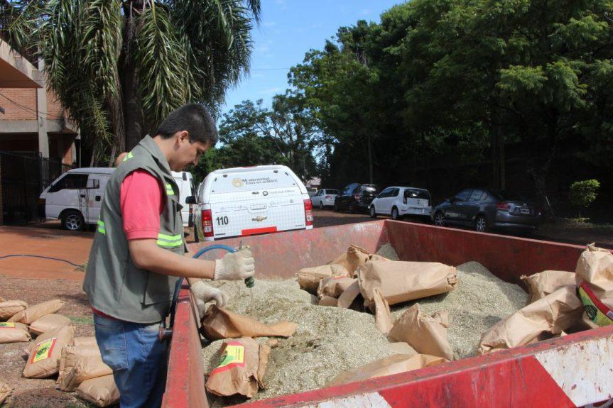 Destruyeron cargamento de yerba con 55% de palo y embolsado de 5 kilos con estampilla de 1kilo