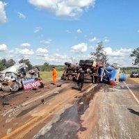 Choque frontal entre un auto y un camión dejó una persona fallecida