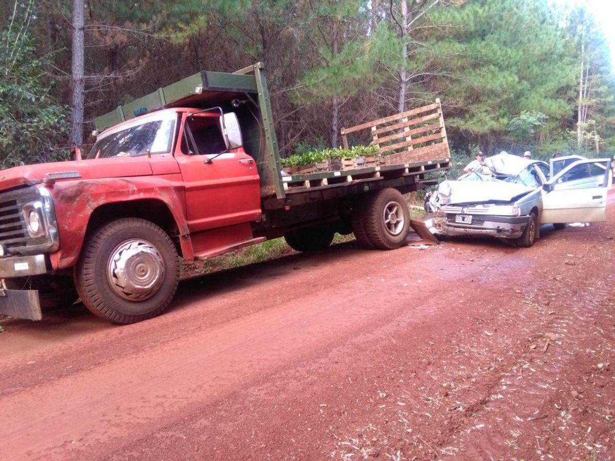 Impactó en la parte trasera de un camión, dos heridos
