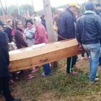 No estaba muerto: Joven apareció caminando en su propio velorio