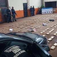 Tras persecución desde Villa Blanquita, narcos abandonaron un auto con 405panes de marihuana