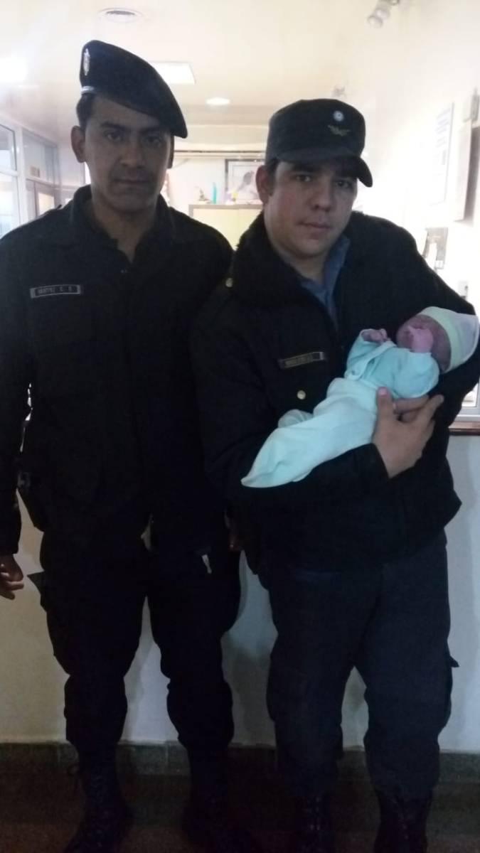 Una embarazada dio a luz en un móvil policial en Villa Stemberg