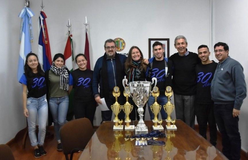 El ballet Tradiciones campeón en Uruguay, obtuvo el primer lugar en los ochorubros