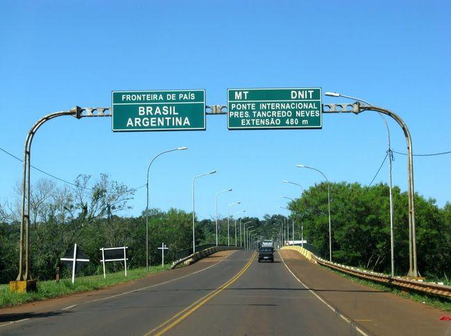Un hombre se arrojó del puente en la frontera conBrasil