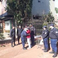 Agradeció a los policías que la rescataron de un incendio en calle Neuquén