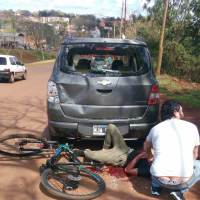 Ciclista chocó contra un vehículo en avenida de las Américas