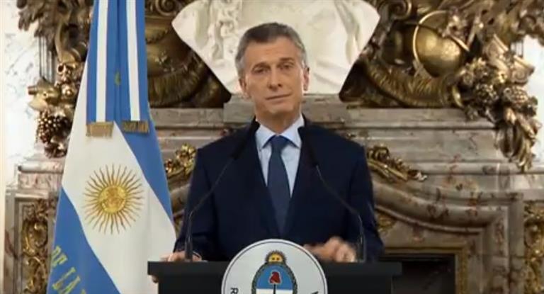 """Macri: Dolar 44,90 y riesgo país 928 puntos """"en el mundo hay miedo de que los argentinos quieran volveratrás"""""""