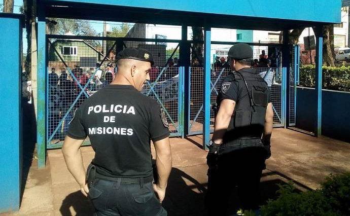 Fuerte custodia policial en la municipalidad, presiones políticas del PAyS detrás de las usurpaciones detierras
