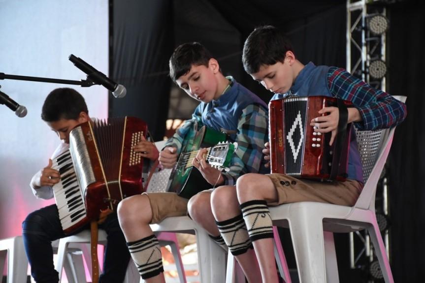 Las escuelas municipales presentes en la Fiesta delInmigrante