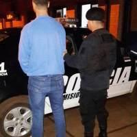Agredió a su novia, a cuchillazos dañó las ruedas de su auto y terminó detenido