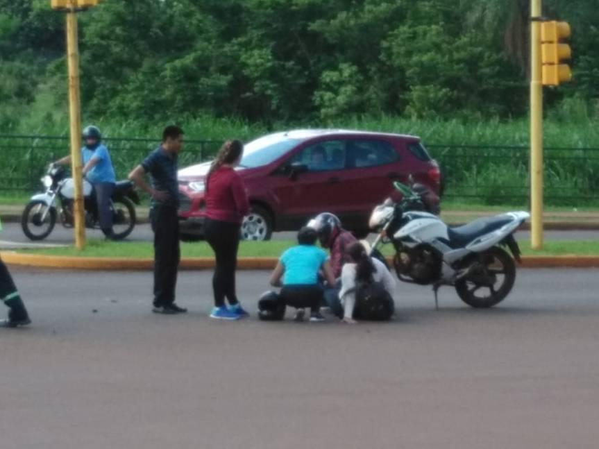 Una motociclista herida tras chocar con un auto en la autovía crucePincen