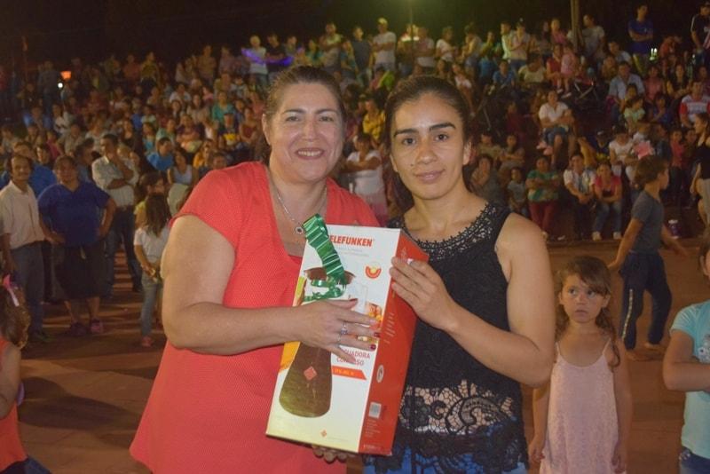Festejos del día de la Madre en Campo Viera con premios donados por Vicegobernación ycomerciantes