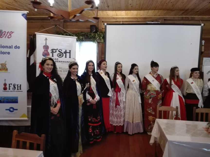 Representantes de la Fiesta del Inmigrante estuvieron en la Feria de lasColectividades