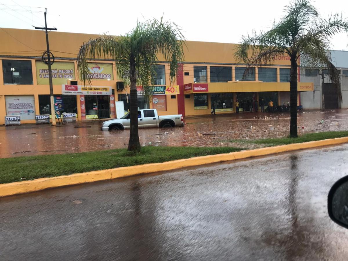 Repentinas inundaciones en varios puntos de la ciudad