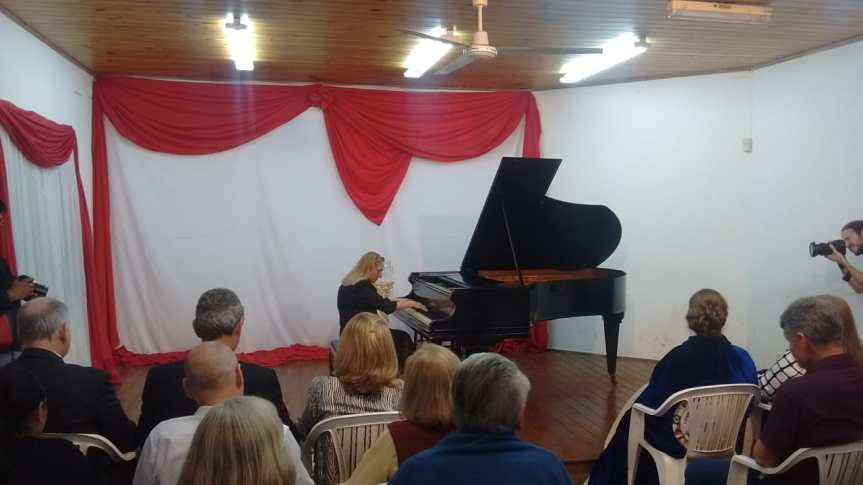 Pianista de reconocimiento internacional brindó un concierto pero en un lugarinadecuado