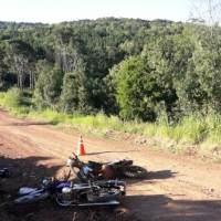 Colisión frontal entre dos motocicletas dejó tres heridos