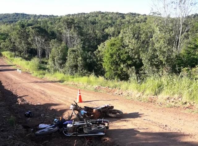 Colisión frontal entre dos motocicletas dejó tresheridos