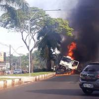 Camionero misionero se quedó sin frenos en Foz y embistió dos autos, hay dos muertos