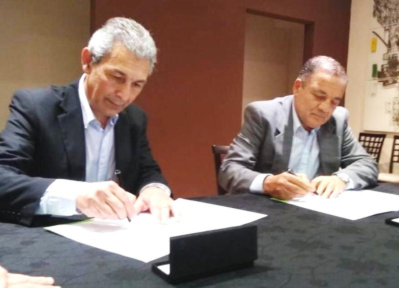 Fernández firmó un convenio de Ciudades Hermanas conCórdoba