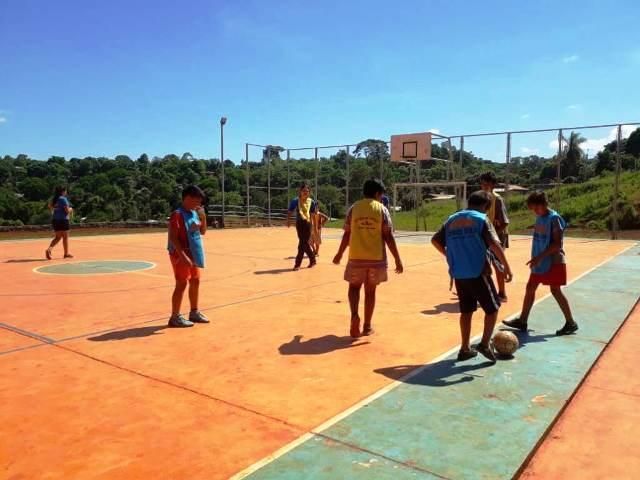Encuentro deportivo barrial en el playón deportivo de VillaBlanquita