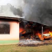 Agredió a su esposa, quemó la casa y terminó detenido