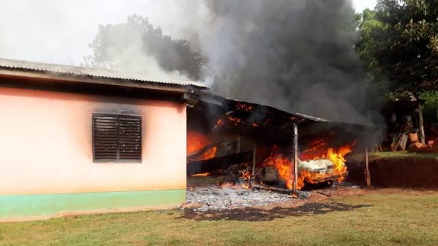 Agredió a su esposa, quemó la casa y terminódetenido