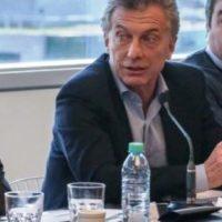 """""""Argentina en la cornisa"""": El Gobierno culpa a un economista K de haber causado suba del dólar y riesgo país"""