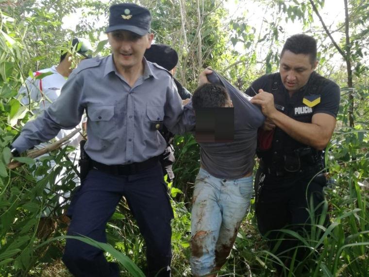 """Atraparon en el monte a un """"arrebatador"""" que le robó la cartera a una jubilada en unaplaza"""