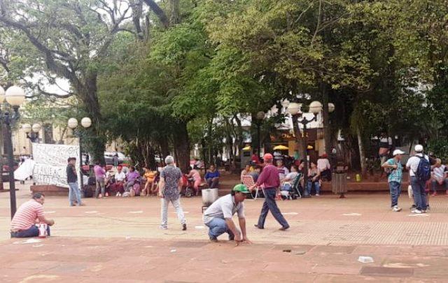 Tareferos continúan acampando frente a Casa de Gobierno; reclaman además trabajogenuino