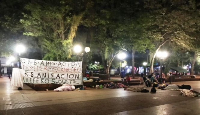 Tareferos acampan frente a la Casa de Gobierno reclamando beneficiossociales