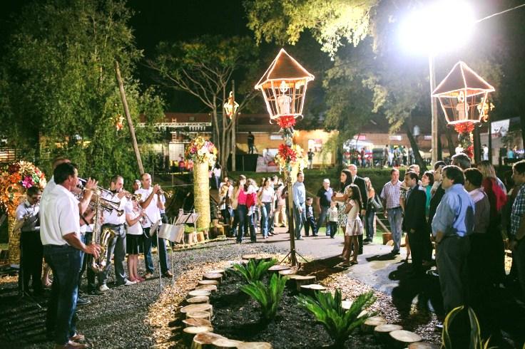 45 carrozas y 650 personas participan de la Fiesta Nacional de laNavidad