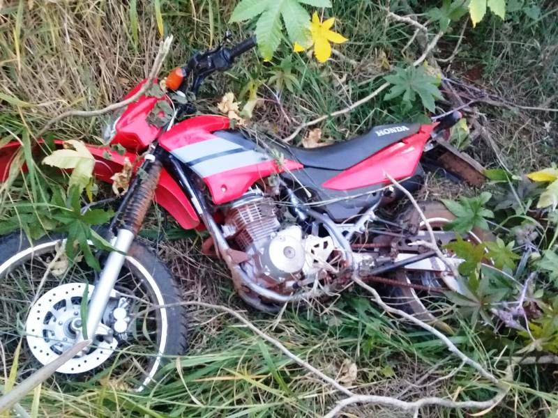 Hallaron moto entre malezas con encendido violentado en picada ElDoradito