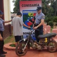 Detuvieron a un motociclista que casi provocó una tragedia en una avenida