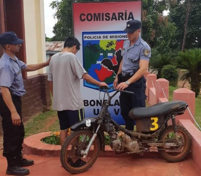 Detuvieron a un motociclista que casi provocó una tragedia en unaavenida